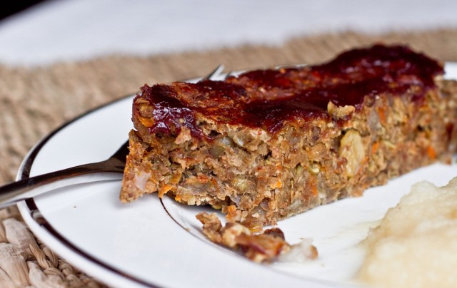 Vegan Lentil Loaf | ohsheglows.com