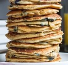 Almond Flour Pancakes | theurbanposer.com